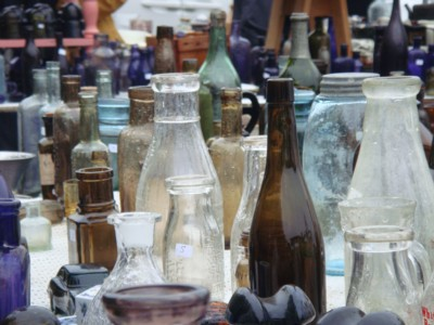 Display-of-antique-bottles-at-J&J-Auction-Acres