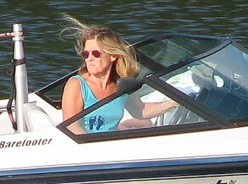 Lynn-Arnold-driving-the-boat-and-acting-as-spotter-at-the-same-time-in-violation-of-the-law.